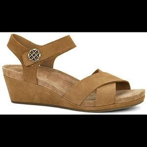 UGG Veva Chestnut Sandals